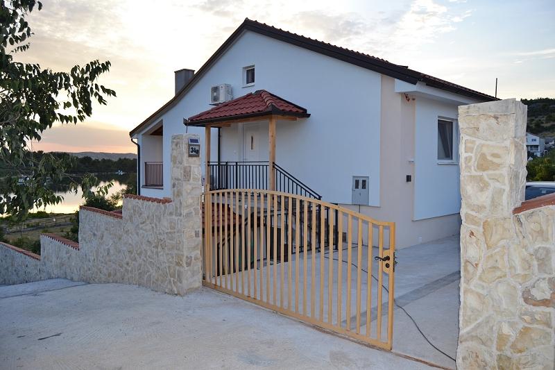 Haus 1 Einfahrt 2